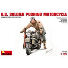U.S. Soldier pushing Motorcycle (WWII)1/35