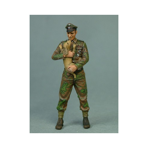 SS SOLDIER PUPPY 1/35 INFINITY
