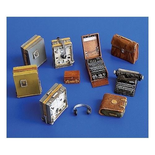 German radio set with Enigma 1/35