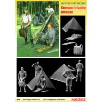 German Wehrmacht Bivouac (3 Figures Set with Zeltbahn) 1/35