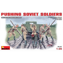 Soviet Soldiers (WWII) Pushing 1/35