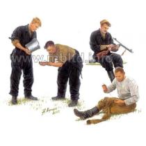 Russian tankmen, 1943-1944 1/35