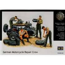 German Motorcycle Repair Crew  1/35